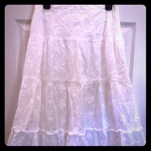White embroidered Banana Republic Skirt Size 4